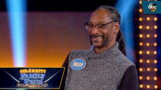 """Snoop Dogg Loses on """"Weed"""" Question on Celebrity Family Feud"""
