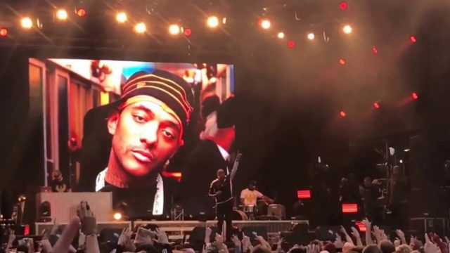 """Nas Performs """"Shook Ones"""" in Memory of Prodigy"""